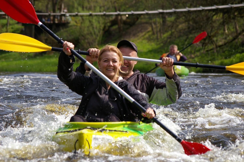 Aktyvus poilsis baidaremis Juros upe