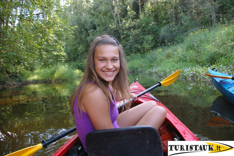Plaukimas-Turistauk-baidaremis-su-vaikais-Juros-upe