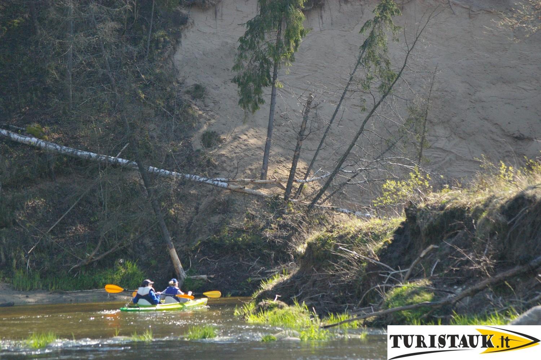 Plaukimas baidaremis zemaitijos upemis jura ir akmena su nakvyne, Turistauk.lt