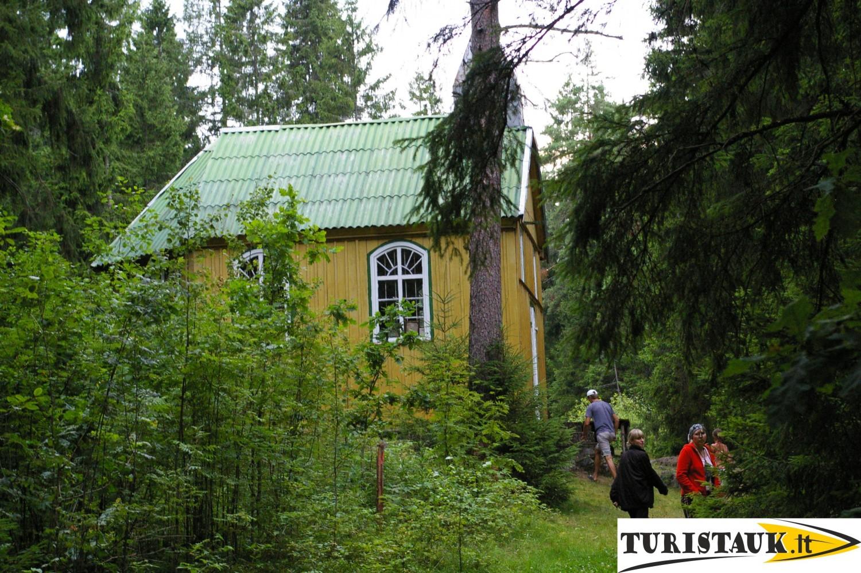 Turistų-lankoma-vieta-Gvaldų-koplyčia-koplyčioje-prie-Jūros-upės