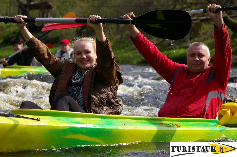 Turistauk baidariu nuoma juros upe su stovyklaviete