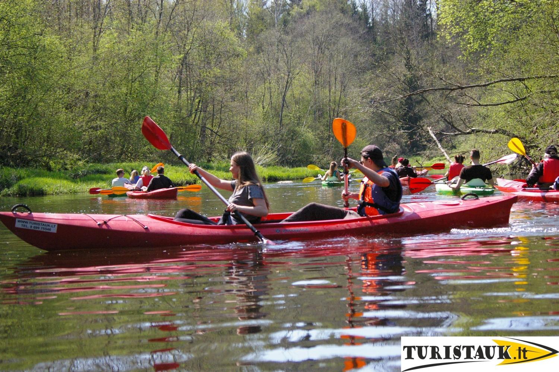 Turistauk.lt-baidarės-su-vaikais-Jūros-upe-Paragaudis-Kvėdarna-su-nakvyne-stovyklavietėje