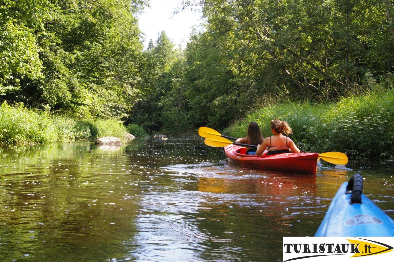 Baidariu-nuoma-zemaitijoje-upe-jura-su-nakvyne-ir-stovyklaviete-turistauk.lt