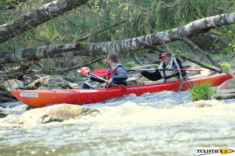 plaukimas baidaremis Akmenos upe